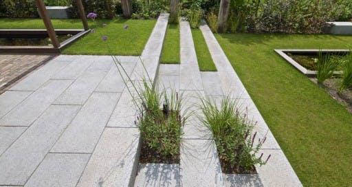Grote Tegels Tuin : Tuintegels leggen wat zijn de mogelijkheden en is de prijs per m