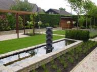 vijver met klein fonteintje